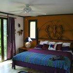 Butterfly Room mit riesigem Bett