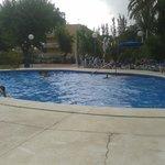 Piscina dell'hotel Ciudad De Castelldefels