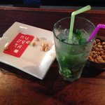 Mojitos and peanuts