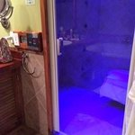 sauna com cromorerapia e aromaterapia