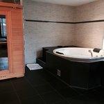 Chambre QUARTZ ROSE : Jacuzzi et sauna