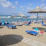 trés longue plage de sable.