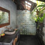 Another bathroom in Harvest Bungalow