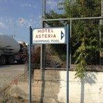 Так обозначен отель где высаживают туристов приехавших в отель Астерия, т.к. подъезда к нему нет