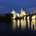 вид на старую Прагу (Карлов мост) с реки