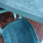 mesa e cadeira da varanda