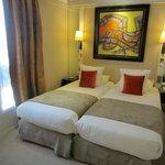 Habitación 404 cama