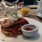 Pancakes with crispy bacon, a poached egg and maple syrup