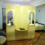Vue de la salle de bain sur la chambre