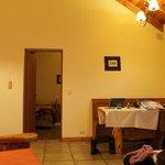 Sala e porta do quarto