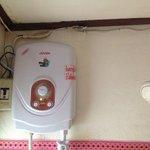cables électriques dans la douche (attention danger)