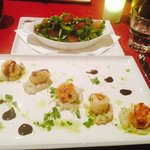 My main: scallop entree with chéf's salad. Beautiful except for the chipped plate