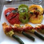 entree de courgettes farcies au bruccio et les tomates du jardin