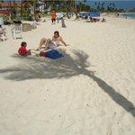 Playa del hotel, la más ancha de toda la isla dicen