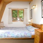 Queen-size bedroom cottage Violet