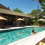 Main Pool & Sun Cafe