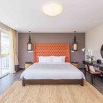 Bedroom (108061575)