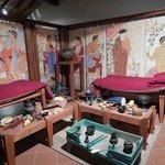 Ricostruzione della sala del banchetto etrusco, con i triclini