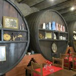 Grote wijnvaten als decoratie
