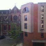 Une jolie vue depuis la chambre sur l'Eglise St Sever