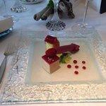 Foie gras de canard des Landes mi-cuit à la gelée de rhubarbe