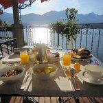 Petit déjeuner face au Lac