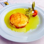 Queso de Mahó con azúcar quemado... Delicioso y espectacular su gran sabor. Recomendado!!