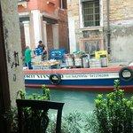 Vue depuis la petite terrasse intérieure, à quai...