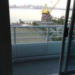 toller Blick, kleiner unmöblierter Balkon