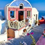 Santorini's Finest Travel