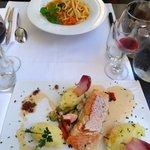 Nos plats : linguines aux légumes de saison et pavé de saumon frais
