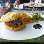 Le burger montagnard. Délicieux :)