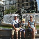 Площадь с красивым фонтаном