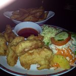 Absolutely gorgeous pub grub!!! Chicken goujons with side salad & wedges- fantastic price. £10 g