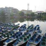 Barcas para acceder al lugar