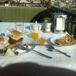 desayuno y vista desde la terraza del desayunador