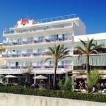 L'albergo visto dalla spiaggia