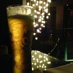 Cerveja gelada com um visual lindo!