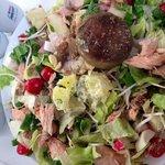 Salada montada com 12 ingredientes