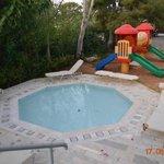 детский бассейн и площадка