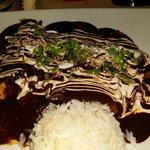 Enchiladas de mole rellenas de mariscos