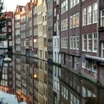 vista de um canal em Amsterdã