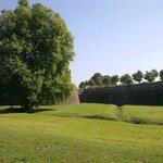 le mura dall'esterno di Lucca