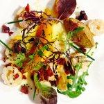 Calamars grillés, melon poêlé, mousse d'aubergine, chorizo