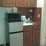 Kitchenette, even had full size coffee pot, toaster and dishes