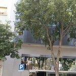 Entrada do hotel Ibis Sagrada Família
