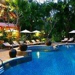 บริเวณห้องอาหารและสระว่ายน้ำ