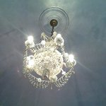 Il lampadario della stanza Creta.