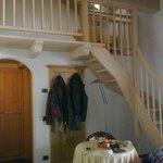 La scalinata che porta al soppalco (Junior Suite Belladonna)