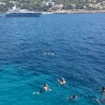 Schöne Yachten, blaues Wasser